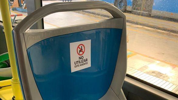 La EMT señaliza los asientos que no se pueden utilizar para cumplir con el aforo