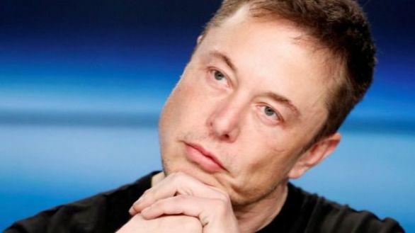 Elon Musk reanuda la producción de Tesla y desafía a las autoridades
