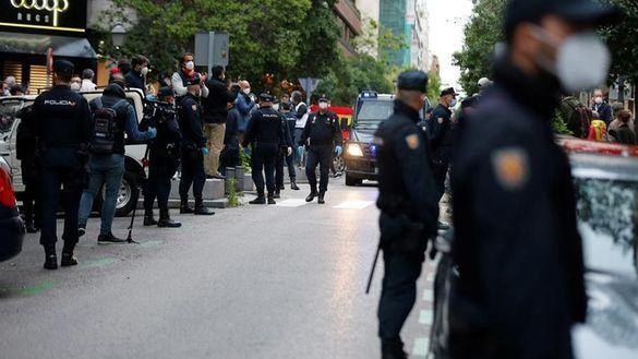 La policía toma la calle Núñez de Balboa para amedrentar a los manifestantes