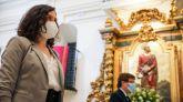 Ayuso rinde tributo a los madrieños en el San Isidro más difícil