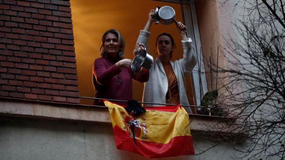 Las caceroladas contra el Gobierno se extienden ya por todo Madrid