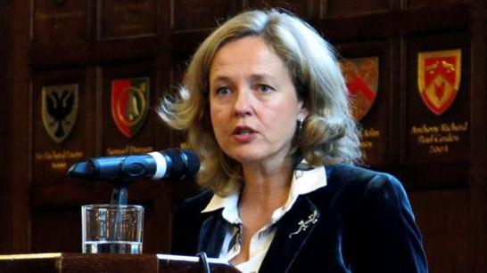 Calviño, contra Iglesias: derogar la reforma laboral sería