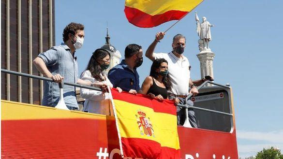Fotos de la manifestación de Vox en coche contra Sánchez
