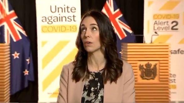 Un terremoto sorprende a la primera ministra neozelandesa durante una entrevista en directo