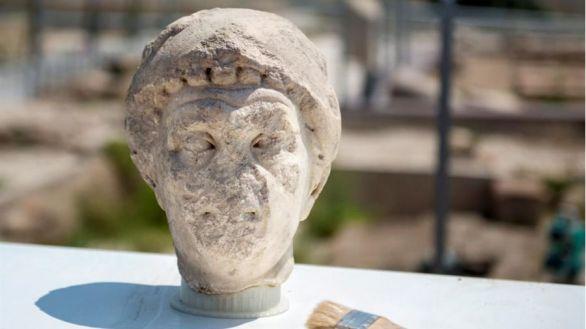 Hallado un busto del siglo I en una excavación en Cástulo (Jaén)