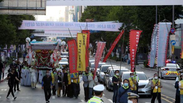 Corea de Sur amplía las restricciones: distanciamiento social en todo el país y cierre de bares