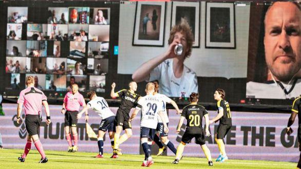 Zoom y cartones con foto, la solución en Dinamarca para los estadios vacíos