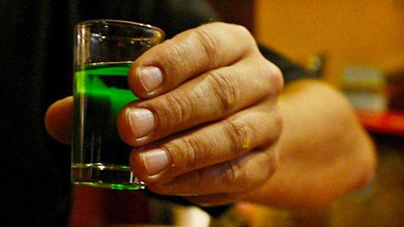 ¿Por qué algunas personas tienen problemas con el alcohol?