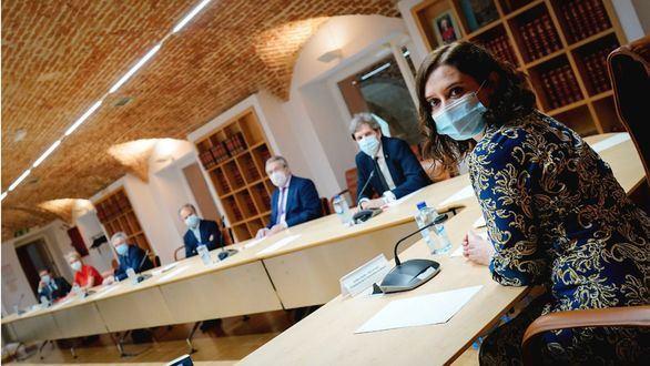 Ayuso prepara con expertos médicos la Sanidad madrileña tras el COVID-19