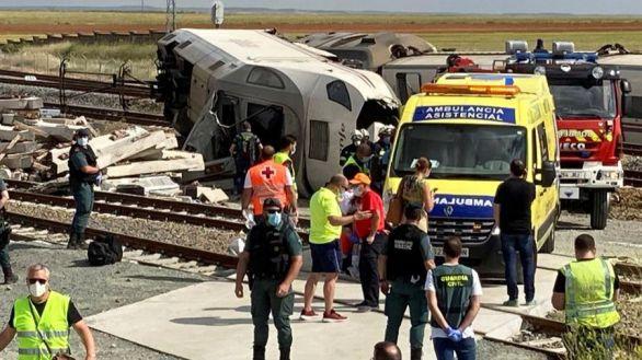 Dos muertos al descarrilar un tren Alvia que arrolló a un coche