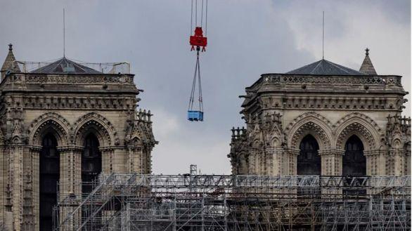 Comienza el delicado desmontaje del andamio que salvó Notre Dame