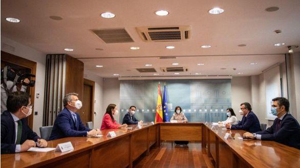 El Gobierno escenifica en Moncloa su pacto con Ciudadanos para aislar al Partido Popular