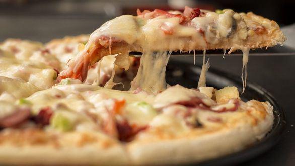 Cenar más tarde de lo habitual se puede traducir en un aumento de peso