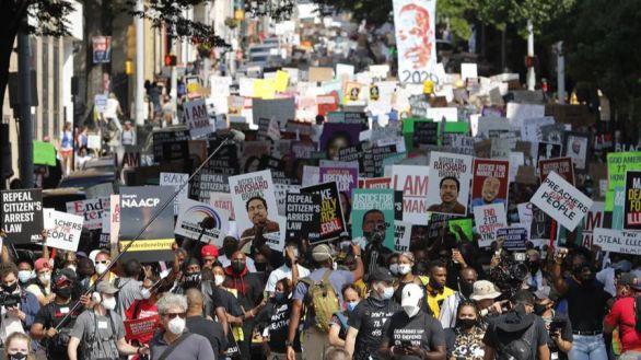 Miles de personas protestan en Atlanta por la muerte de Rayshard Brooks