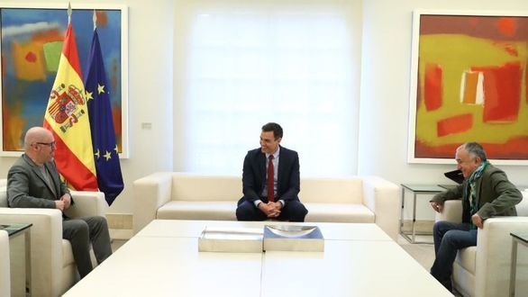 Los secretarios generales de UGT y CCOO, Pepe Álvarez y Unai Sordo, en Moncloa con el presidente Pedro Sánchez.