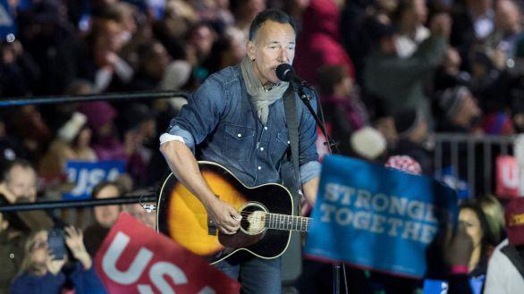 Springsteen en el acto de campaña de Clinton en Pensilvania