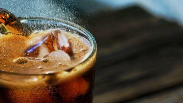 Las empresas de bebidas azucaradas gastaron más de 1.000 millones en publicidad