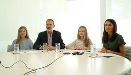 Los Reyes y sus hijas mantienen una videoconferencia con los galordonados con los premios Princesa de Girona 2020.