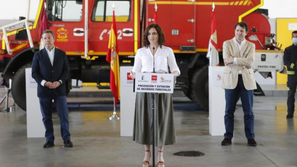 Acuerdo entre Ayuso, Page y Mañueco para coordinar labores de extinción de incendios forestales