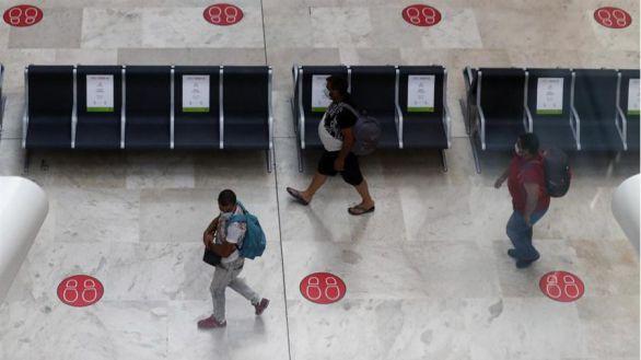 Barajas preocupa a Madrid: Ayuso ultima un hospital de campaña