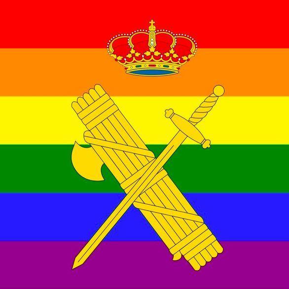 Marlaska aplaude la bandera LGTBI en el escudo de la GC