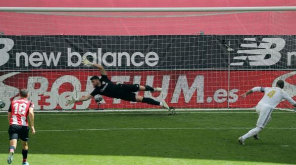 Otro penalti salva al Madrid de una peligrosa siesta en San Mamés |0-1
