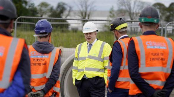 Polémica por el 'insultante' comentario de Boris Johnson sobre las residencias