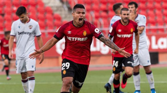 El Mallorca mantiene vivo el sueño de la permanencia |2-0