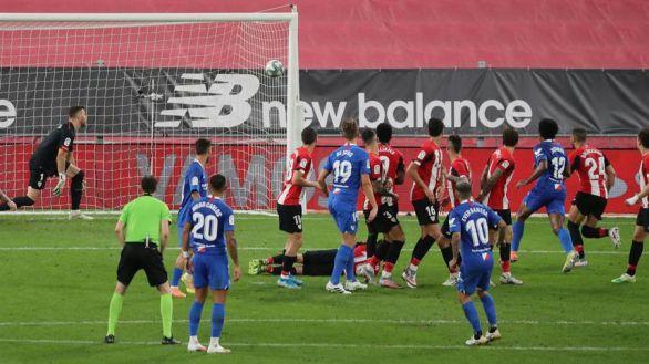 Banega lidera una remontada sevillista que bien vale una Champions |1-2