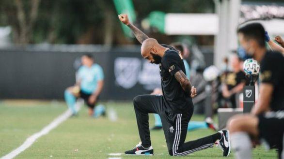 MLS. Henry se arrodilla en protesta por el asesinato policial de George Floyd