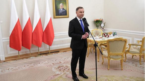 Victoria del ultraconservador Duda en las elecciones polacas