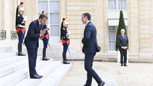 Sánchez acerca posiciones con Macron tras toparse con la dura oposición de Suecia