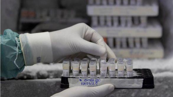 Reino Unido acusa a Rusia de tratar de robar información sobre la vacuna