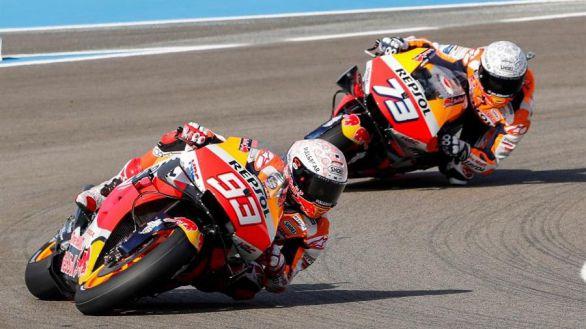 GP España. Los Márquez se caen pero Marc empieza a marcar el terreno