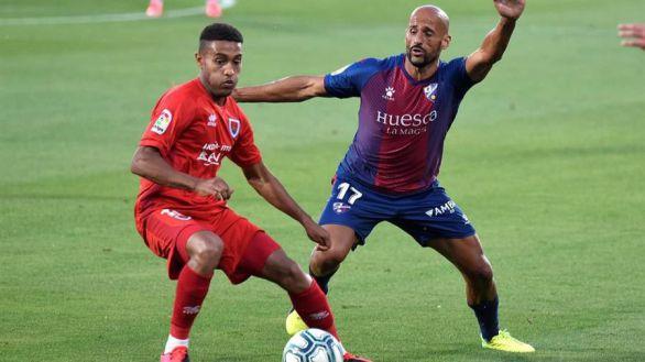 El Huesca sigue al Cádiz en el ascenso a Primera