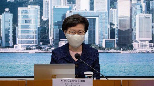 Hong Kong aplaza un año sus elecciones entre protestas opositoras
