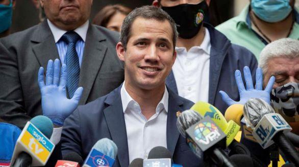 Fotografía del pasado 17 de junio donde se observa al líder opositor venezolano Juan Guaidó en la sede del partido político Acción Democrática, en Caracas (Venezuela).
