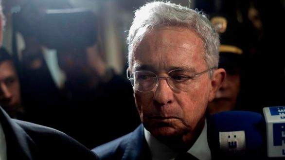 La Corte Suprema de Colombia ordena la detención del expresidente Uribe