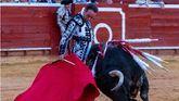 Morante deja poso, entre el levante y lo 'rosa', en la corrida de El Puerto