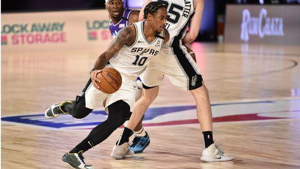 NBA. White y Poeltl mantienen a los Spurs en la lucha por los playoffs