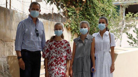 Los Reyes y sus hijas visitan un proyecto para jóvenes en riesgo de exclusión