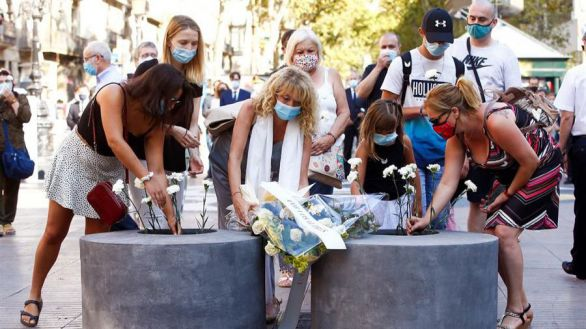 Barcelona recuerda en silencio a las víctimas del atentado del 17A