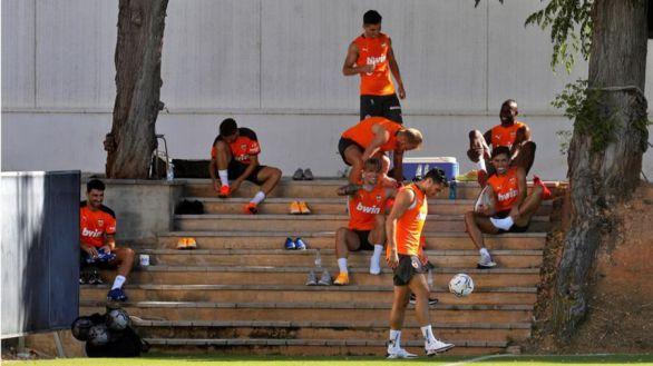 El Valencia se queda sin dinero para las nóminas y ofrece pagarés a los jugadores