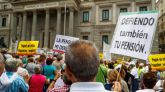 """Pensionistas vuelven a """"rodear"""" el Congreso pese a que el pleno está reunido."""