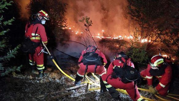 Quinto día de lucha contra el fuego para estabilizar el incendio de Huelva