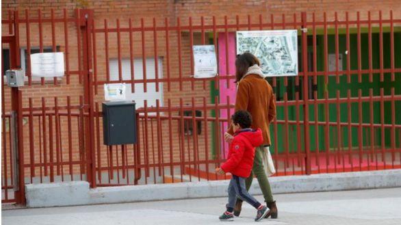 Iglesias contradice a Montero: habrá baja para los padres de hijos que no estén infectados