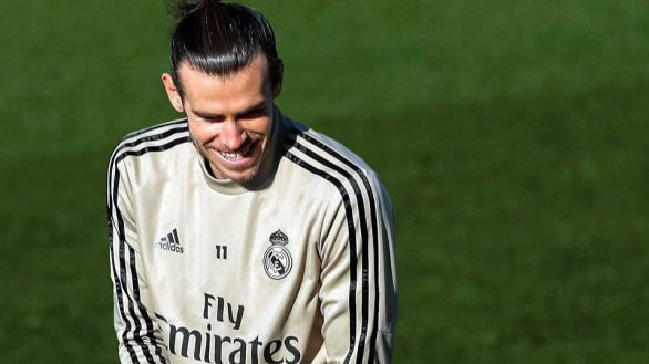 Sigue el esperpento de Bale: vuelve al Real Madrid lesionado y a pesar de Zidane