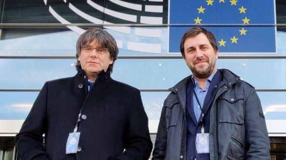 El TC mantiene la orden de detención para Puigdemont y Comín