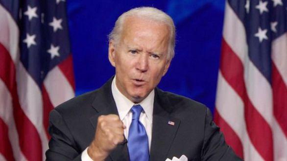 Biden aprovecha la política