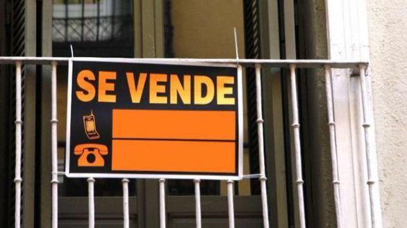 La compra de viviendas se hunde más del 32 por ciento